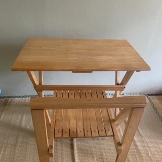 机 と 椅子