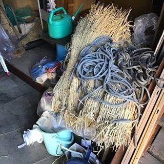 冬囲い用品 ムシロ、木ぐい、ロープなど