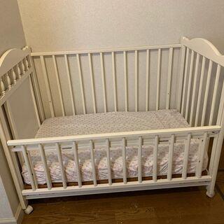幼児用ベッドとマットレス