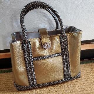 光沢あるバッグ
