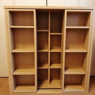 手前棚が可動式の小さめの書棚