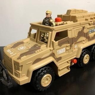 大きめの車のおもちゃ アーミー車 軍人フィギュア