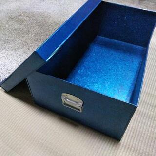 アルミのブルー衣装ケース