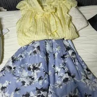美品 ブルー花柄膝丈スカート pattern