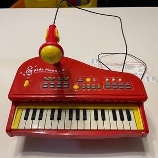 【ネット決済】小さい子が使う赤いピアノです。
