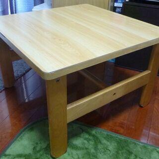 小さめのテーブル(正方形)