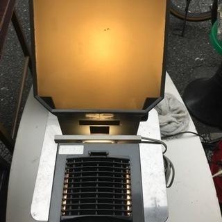 キャビン スライド映写機。通電、ランプ点灯確認のみ。