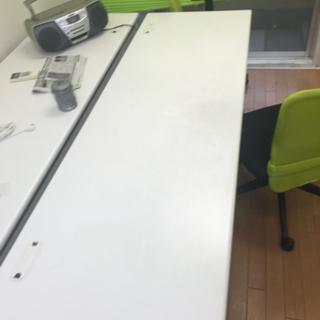 オフィス用のテーブル