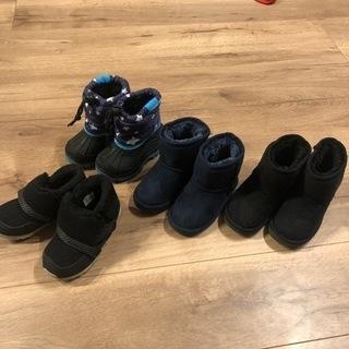 子供の冬用ブーツ