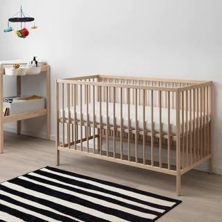 IKEAのベビーベッド&マットレス(カバー2枚付き)&ベッドガード
