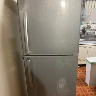 大型冷蔵庫(冷凍庫のみ使用可能、冷蔵庫は保冷程度)