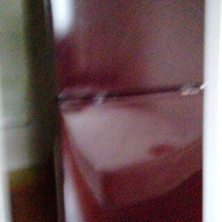 濃いワインレッドの小型冷蔵庫