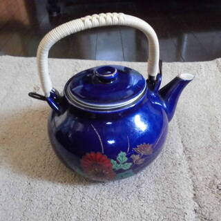 ブルーに花柄ー急須と茶碗7個の豪華セット格安!