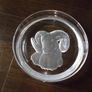 TOYOTA 羊模様のガラス皿 2枚セット