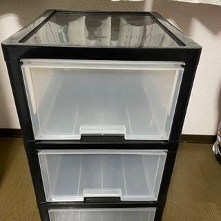 プラスチックの棚