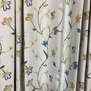 遮光ロングカーテン、白系花柄、1枚、引取り希望