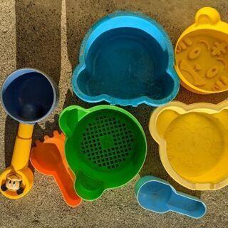 砂遊びの砂を入れて固める型のおもちゃ7個