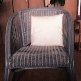 ブルー籐の椅子