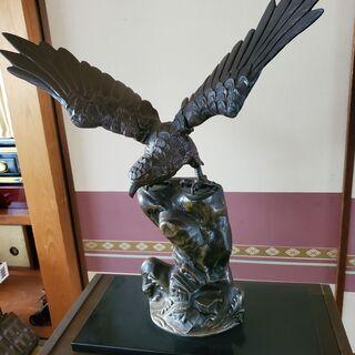 鷹の置物(金属製)