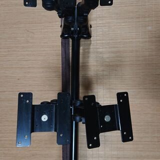 液晶モニターを最大4枚同時に設置可能なモニターアーム