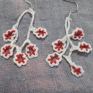 【ハンドメイド】赤い実 ピアス *レース編み    ❮お試し価格❯