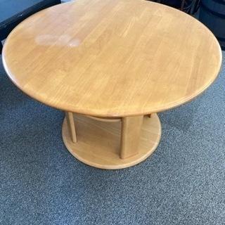 丸テーブルと椅子