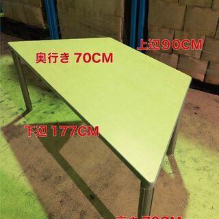 台形テーブル|作業用長机|会議テーブル|2つ組み合わせても…