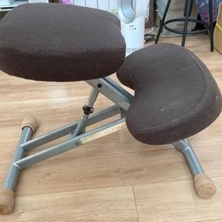 背筋真っ直ぐに座れる椅子。お子様にお勧め。無料!