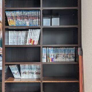 ダークブラウンの本棚