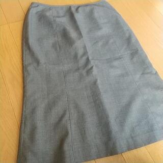 グレーのタイトスカート