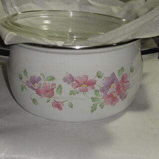 ⑤ 未使用品 ホーロー鍋   大きさ約21㎝ 高さ約11.5㎝