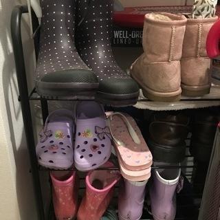 靴棚、靴箱、10足くらい収納出来たらありがたいのですが、買…