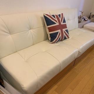 レザー風 白のソファー
