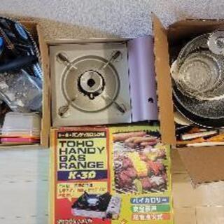 色々なキッチン用品 フライパン、ガスコンロ、食器、等