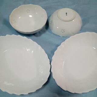 山崎パン白いカレー皿と 白い和鉢