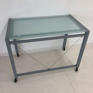 高さのあるガラステーブル