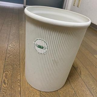 白いゴミ箱