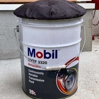 Mobilのオイルペール缶スツール(腰掛け)その①