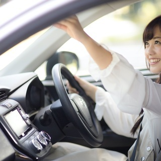 車内待機で業務は簡単!条件は免許ある方でしたらOK!!