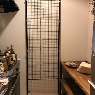 天井までのつっぱりキッチン収納