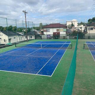 横浜市戸塚区の閑静な住宅街の中にある「ワールドテニススクー…