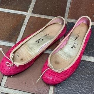 革のピンクのフラットシューズ  ロンドンソール ノーブルで購入