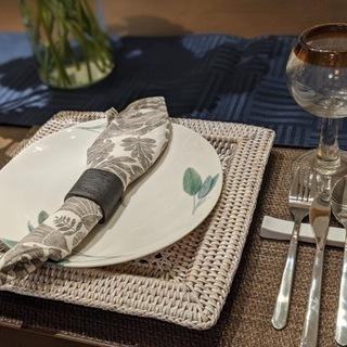 【特別価格でお譲りします。】テーブルプレートとカトラリーセ…