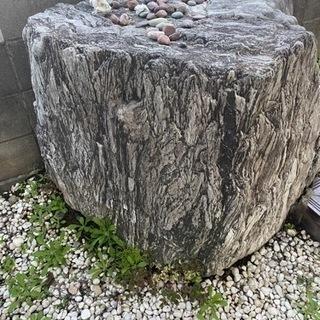 大きな庭石