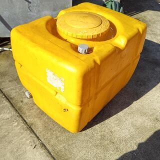 黄色のタンク
