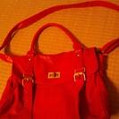 斜めがけ赤い鞄