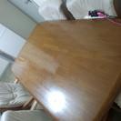 ダイニングテーブルセットです。
