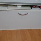 コンパクトなドア付き棚