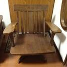 木製、回転椅子。