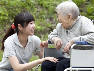 【交通費支給】(1)介護福祉士 [一般派遣]